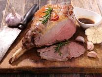 Uskršnji ručak: Jagnjetina sa ruzmarinom i belim lukom