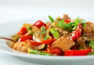Brza kineska piletina sa povrćem i kikirikijem